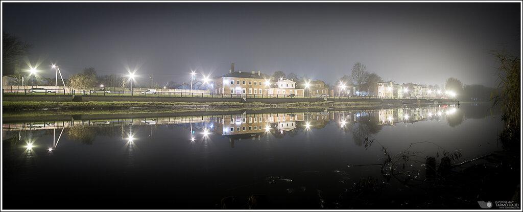 Autumn mist at the river Emajõgi