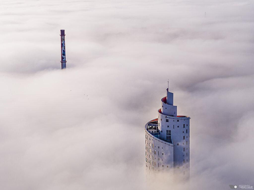 Tigutorn in fog